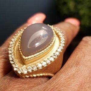 Jewelry - Beautiful contemporary ring sz8